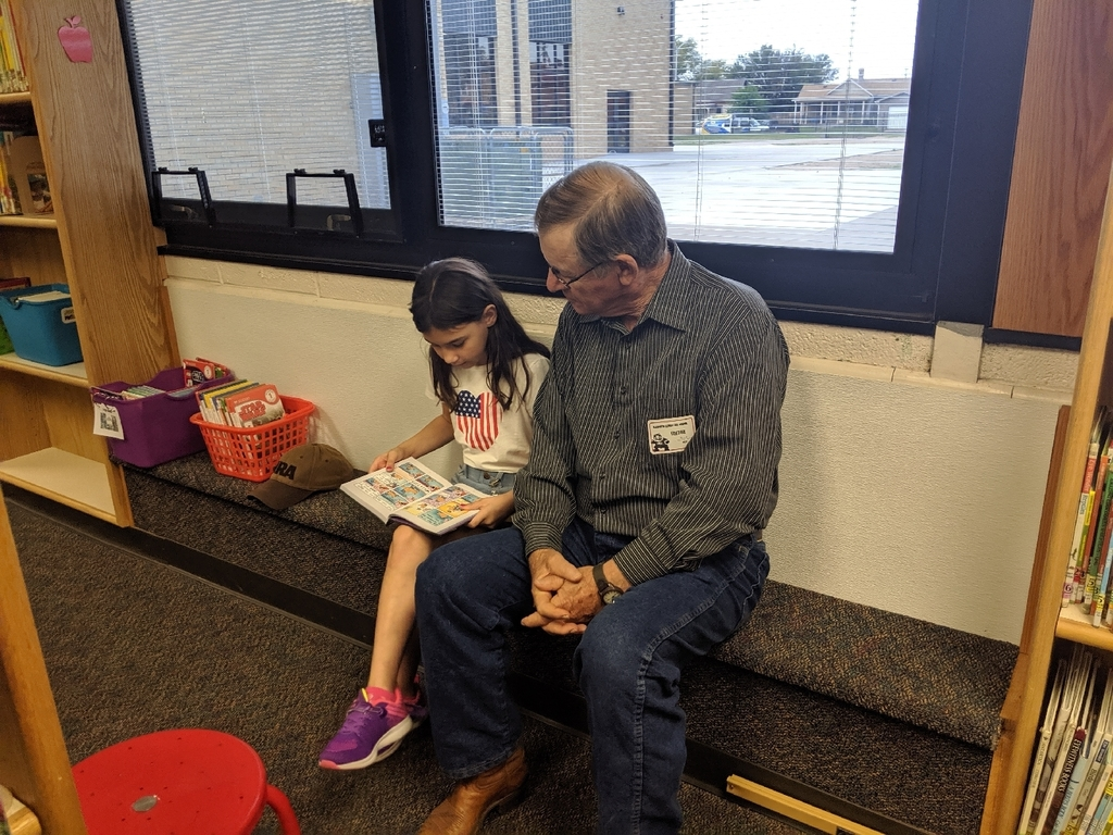 Volunteer reader Terry Kueser reading with a 3rd grade student.
